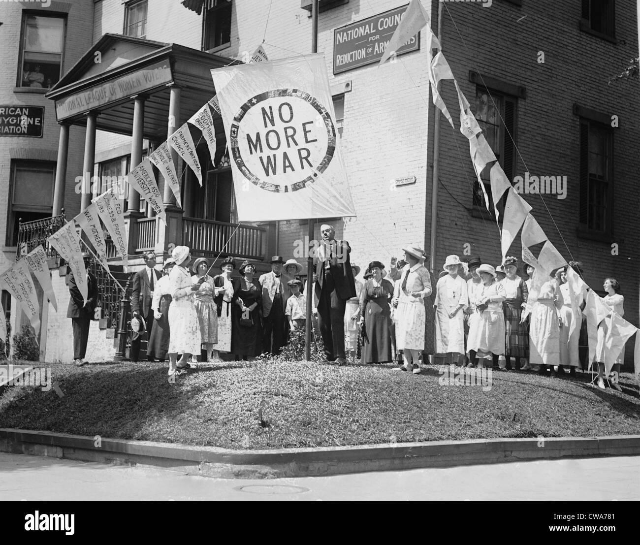 Le donne della Lega nazionale per le limitazioni di armamento dimostrando a Washington DC nel 1922. Le limitazioni Immagini Stock