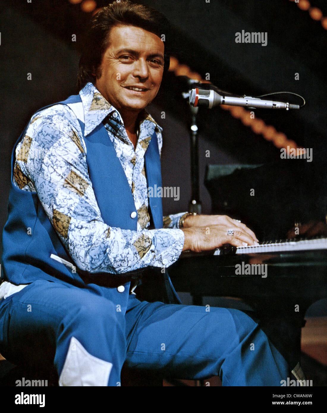 Cantante Country Mickey Gilley. ca. 1978. La cortesia: Archivi CSU/Everett Collection Immagini Stock