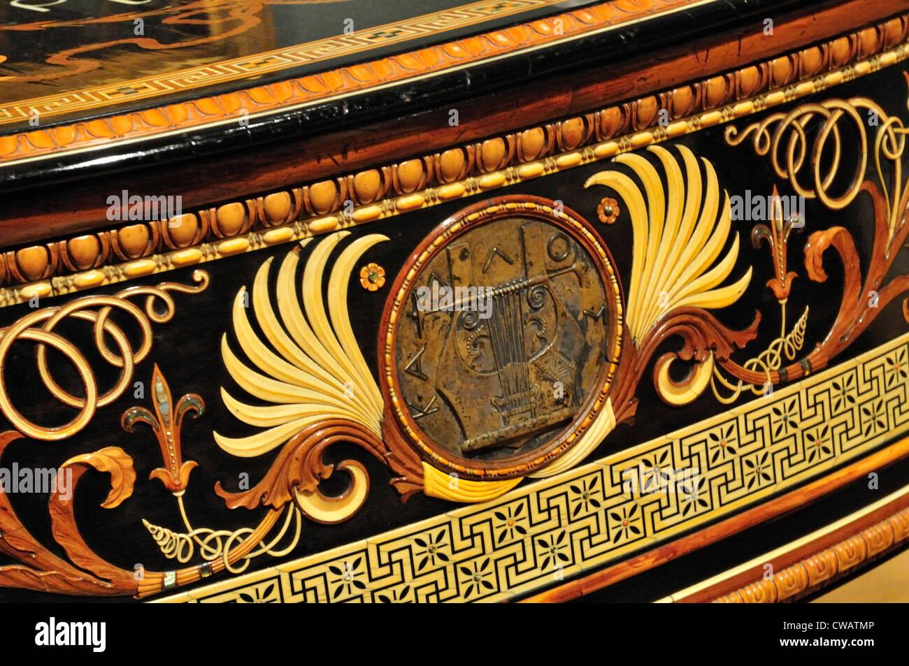 Decorative sezione anteriore del grand pianoforte e coppia di