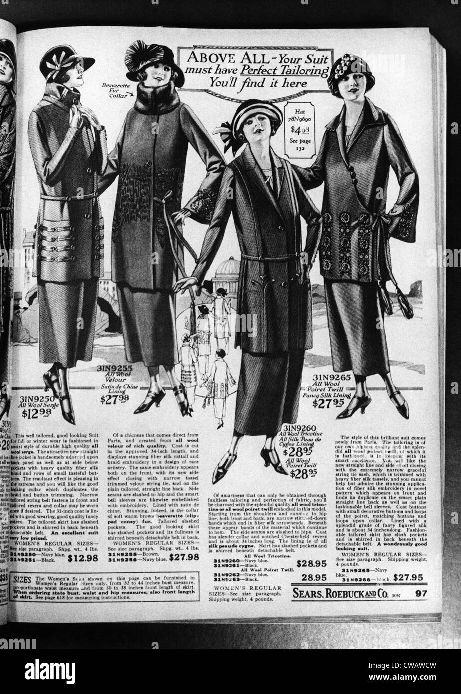 Una pagina da un 1923 Sears Roebuck catalogo con le donne del mantello di lana adatta per la vendita, compresa nel Immagini Stock
