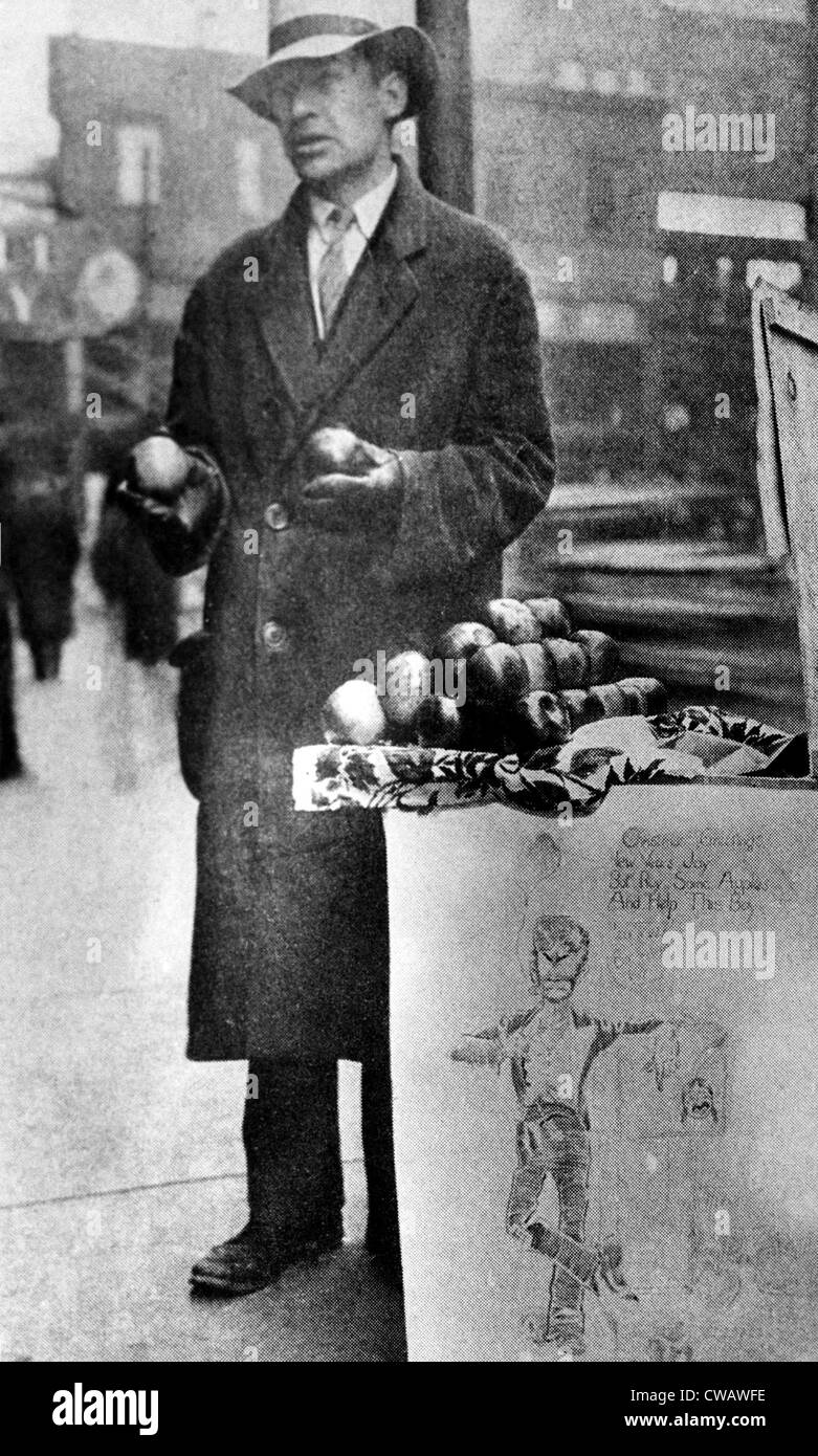 Mendicare per affari questo venditore di Apple è stato una vittima della Grande Depressione. 1930s. La cortesia: Immagini Stock