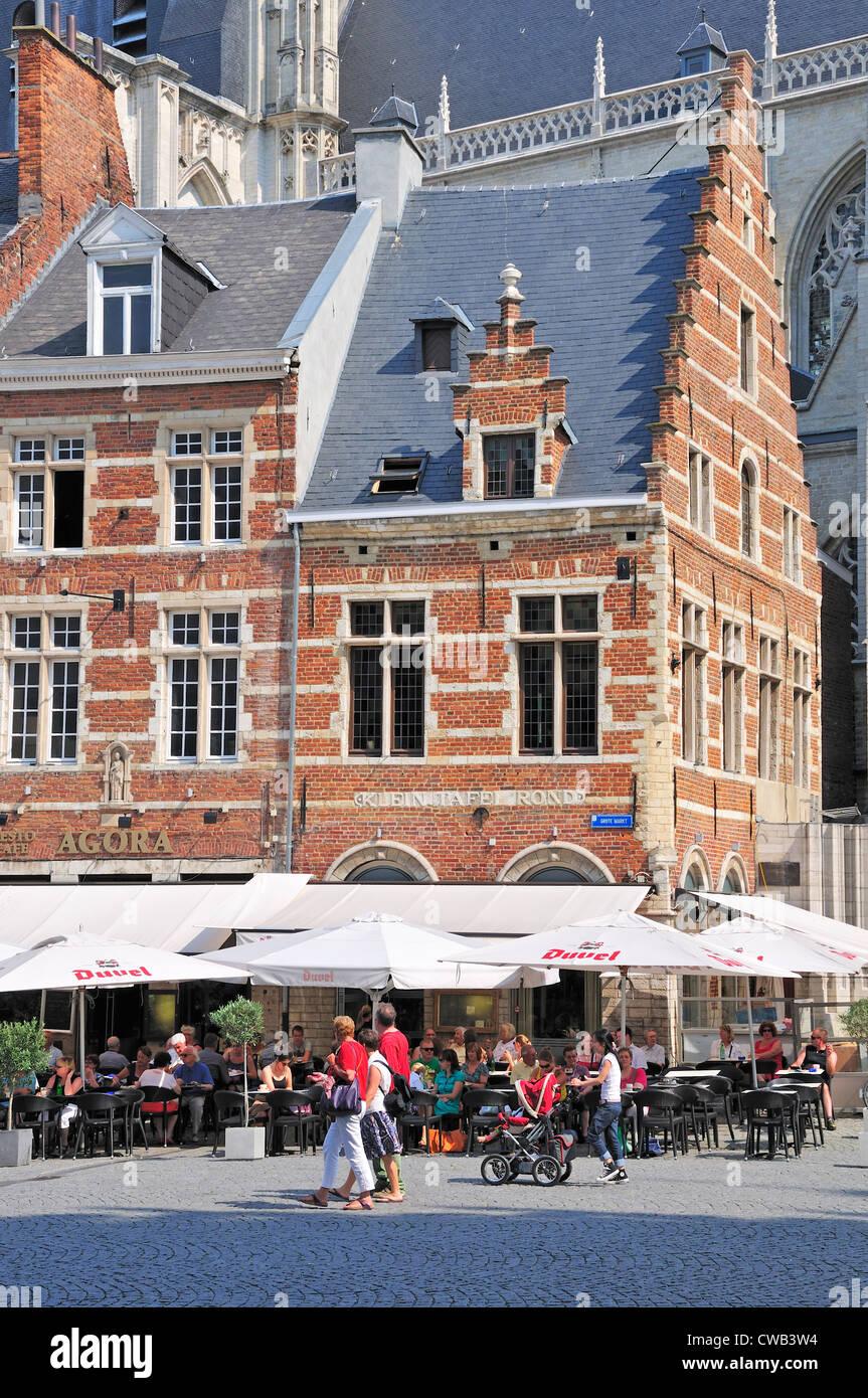 Leuven / Louvain, Belgio. Café Sulla Oude Markt - Klein Tafel Rond Immagini Stock