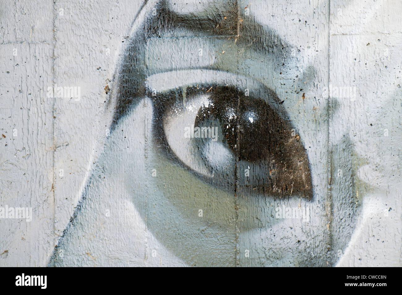 Dettaglio di un graffiti dipinta su un muro di cemento. Immagini Stock