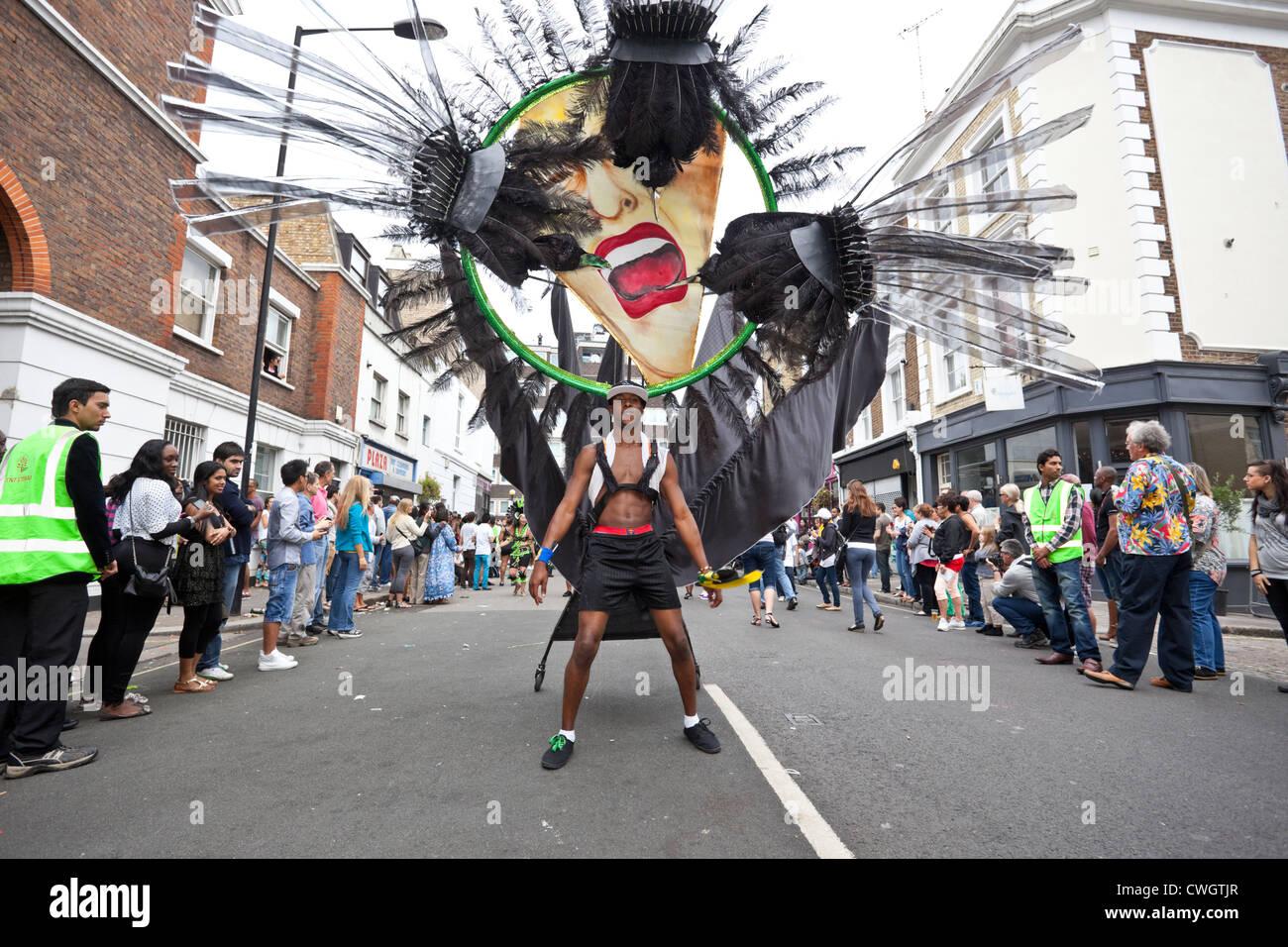 Danzatrice presso il carnevale di Notting Hill 2012, Londra, Inghilterra, Regno Unito. Immagini Stock