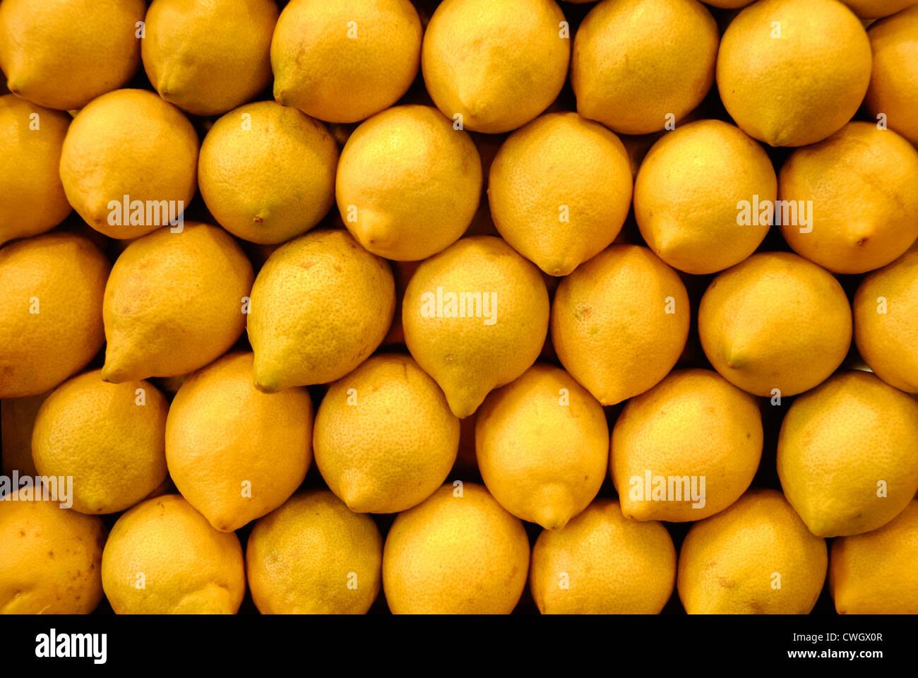 I limoni in vendita nel mercato, Spagna Foto Stock