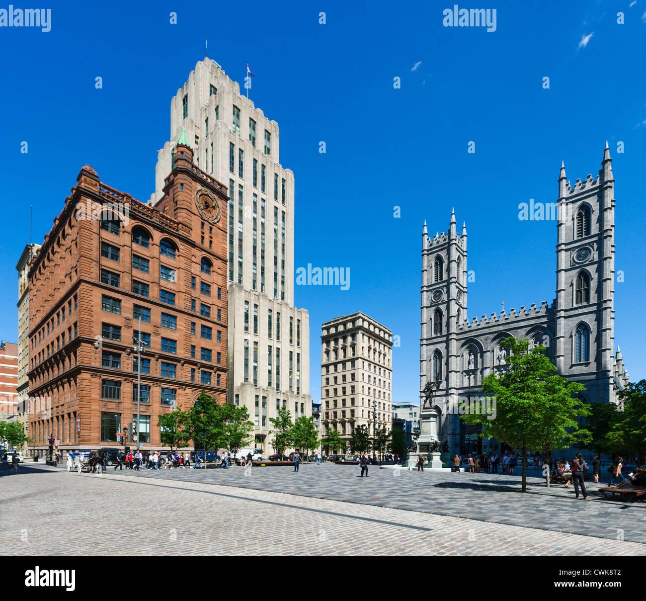 Il centro di edifici per uffici e la Basilica di Notre Dame di Place d'Armes, Vieux Montréal, Montreal, Immagini Stock