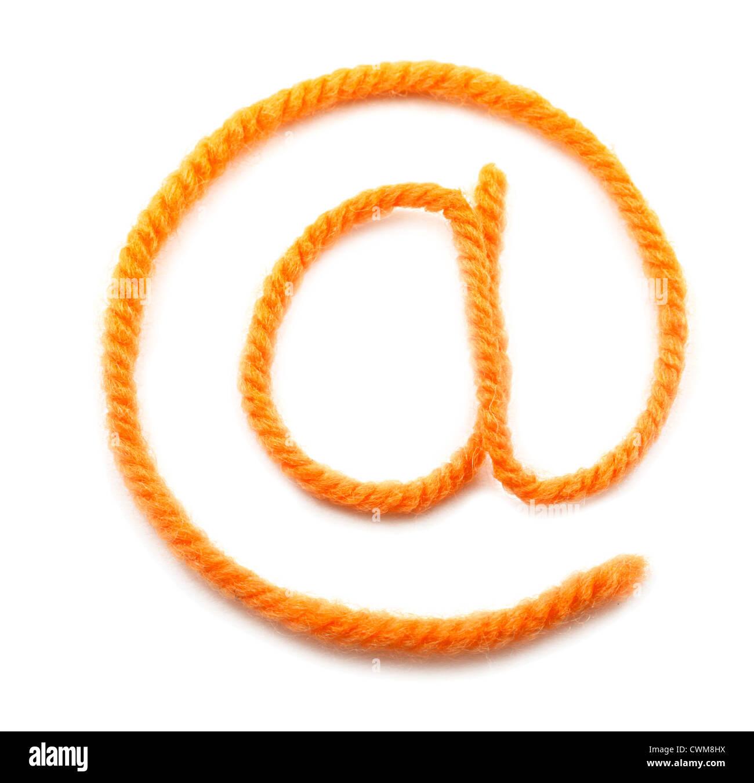 Il simbolo di e-mail da una lana di colore arancione Immagini Stock