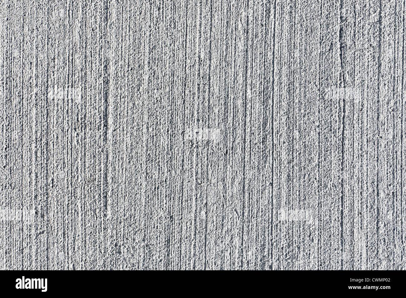 Sullo sfondo di un calcestruzzo testurizzato con finitura spazzolata Immagini Stock