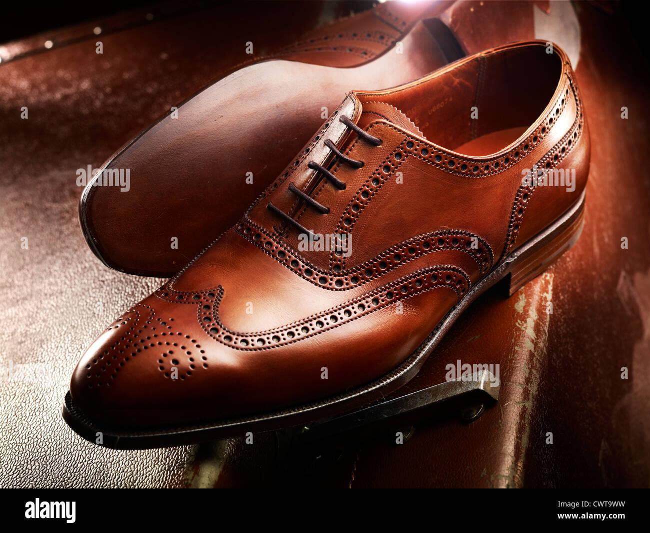 new styles 7bcd5 0dbeb Costoso di lusso in pelle marrone scarpe brogue su una pelle ...