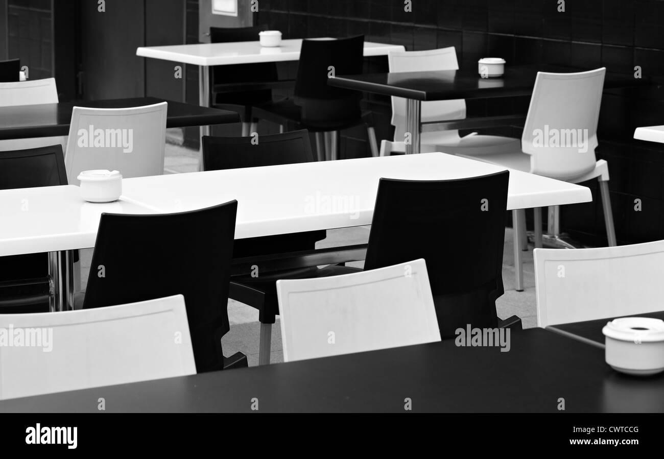 Sedie E Tavoli Di Plastica.Tavoli E Sedie Di Plastica Bianca Immagini Tavoli E Sedie Di