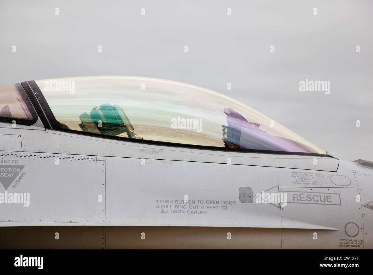 Vista dettagliata del General Dynamics F16 Fighting Falcon cockpit. Foto Stock