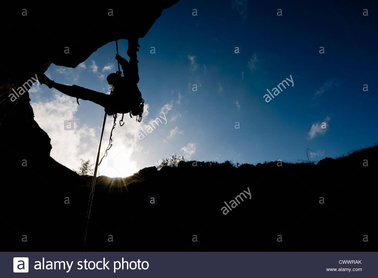 Scalatore scaling di roccia Immagini Stock