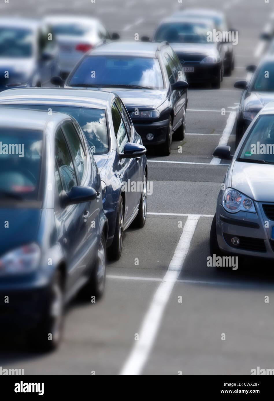 Occupata area di parcheggio, il concetto di immagine, spazi di parcheggio in Germania, Europa Immagini Stock