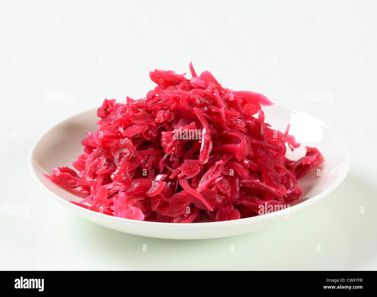 Il servizio della Red kraut su piastra Immagini Stock