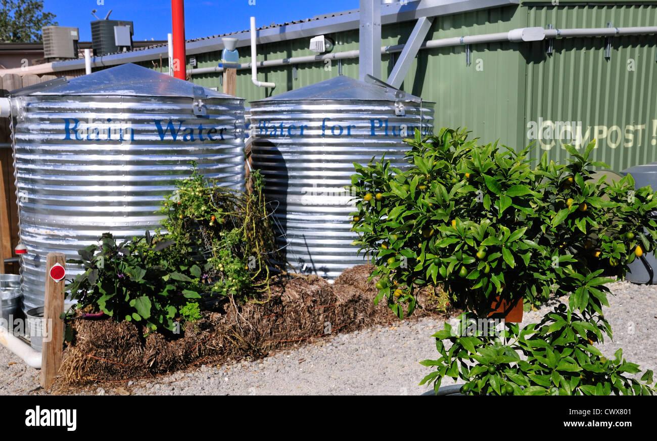 Cisterne di acqua al mulino a vento di mercato, che sottolinea la sua 'Verde' orientamento, in Fairhope, Immagini Stock