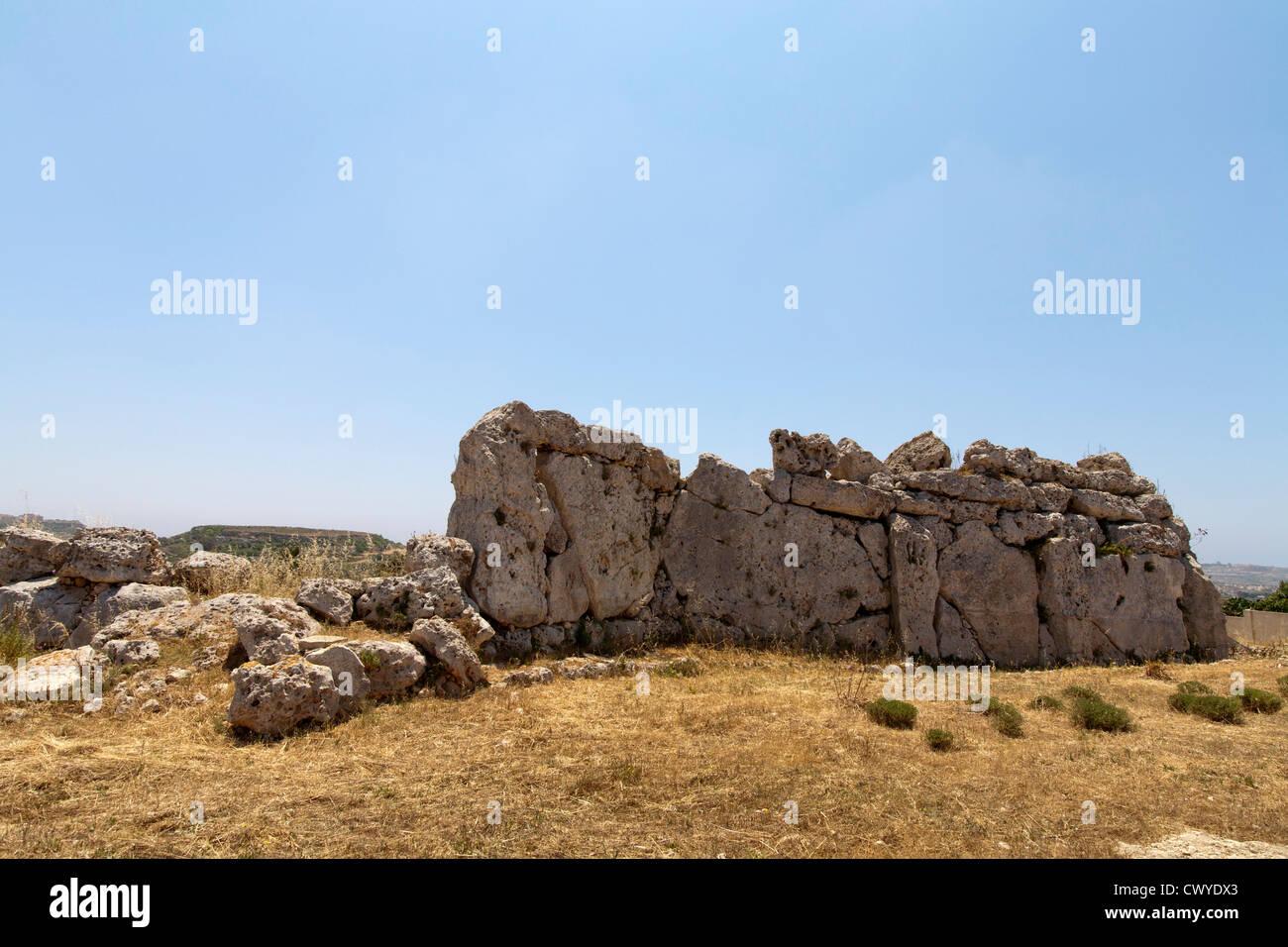 Le pareti esterne dei templi di Ggantija vicino Xagha, isola di Gozo, vicino a Malta, Mare Mediterraneo Foto Stock