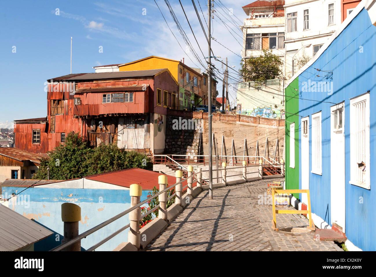 Cerro Bellavista vista, Valparaiso, Cile (testa di gatto fuori della finestra a destra) Immagini Stock