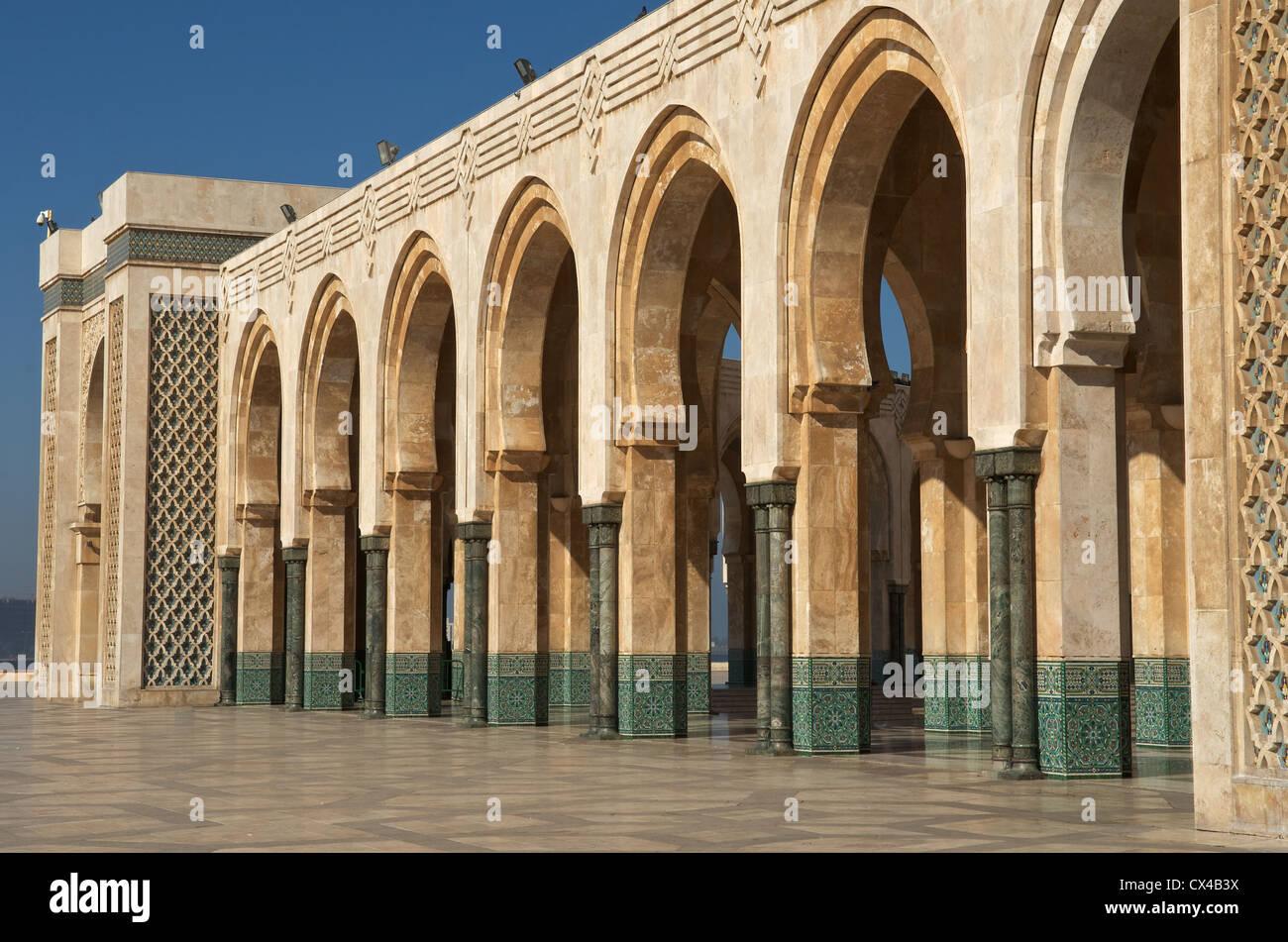 Archi presso il re Hassan II Mosque a Casablanca, Marocco Immagini Stock