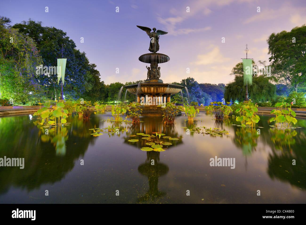 Angeli della fontana di acqua a Bethesda terrazza nella città di New York, in zona Central Park. Immagini Stock