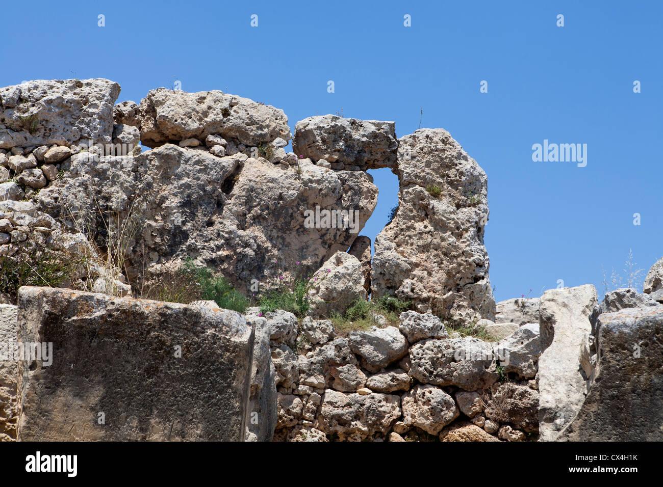 Pareti esterne dei templi di Ggantija vicino Xagha, isola di Gozo, vicino a Malta, Mare Mediterraneo. Immagini Stock