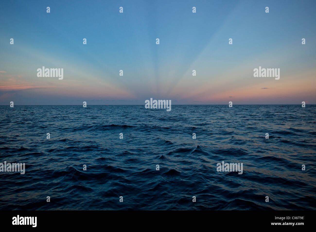 Oceano atlantico skyline al tramonto, Sunny Isles Beach e a Miami, Florida, Stati Uniti d'America. Immagini Stock