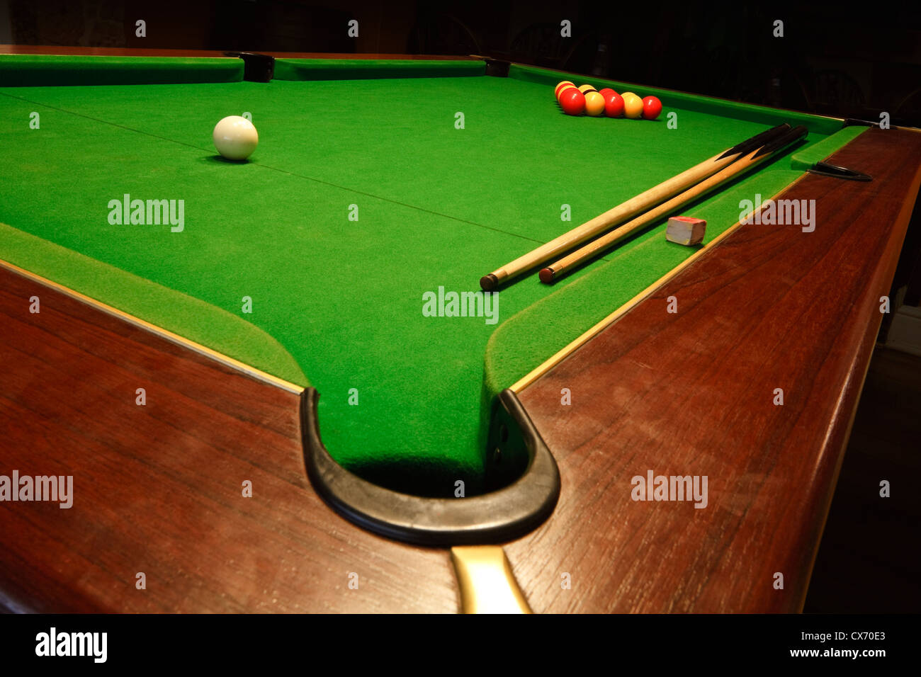 Sala Da Biliardo In Inglese : Pool balls pool table red immagini pool balls pool table red