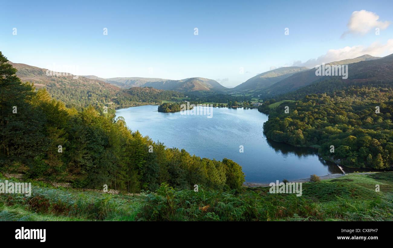 Vista di Grasmere nel Distretto del Lago, Inghilterra, Regno Unito all'alba Immagini Stock