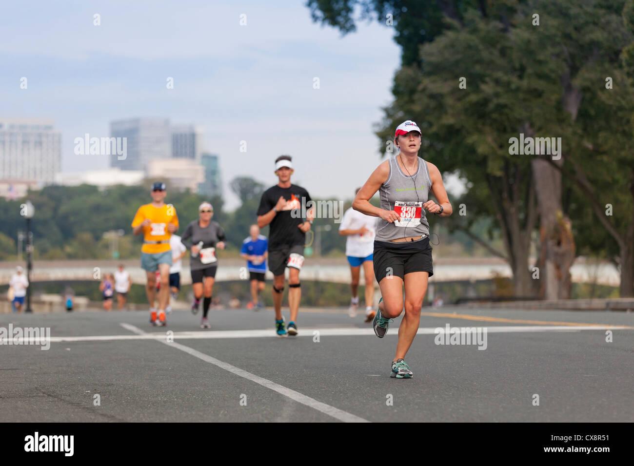 La maratona corridori Immagini Stock