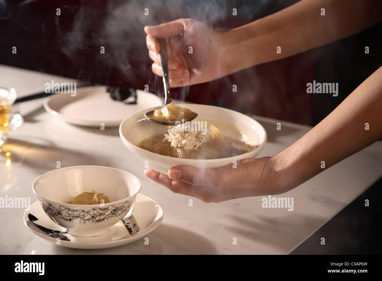 Zuppa di pinne di pescecane Chinahouse al ristorante, l'Oriental, Bangkok, Thailandia, Sud-est asiatico, in Immagini Stock