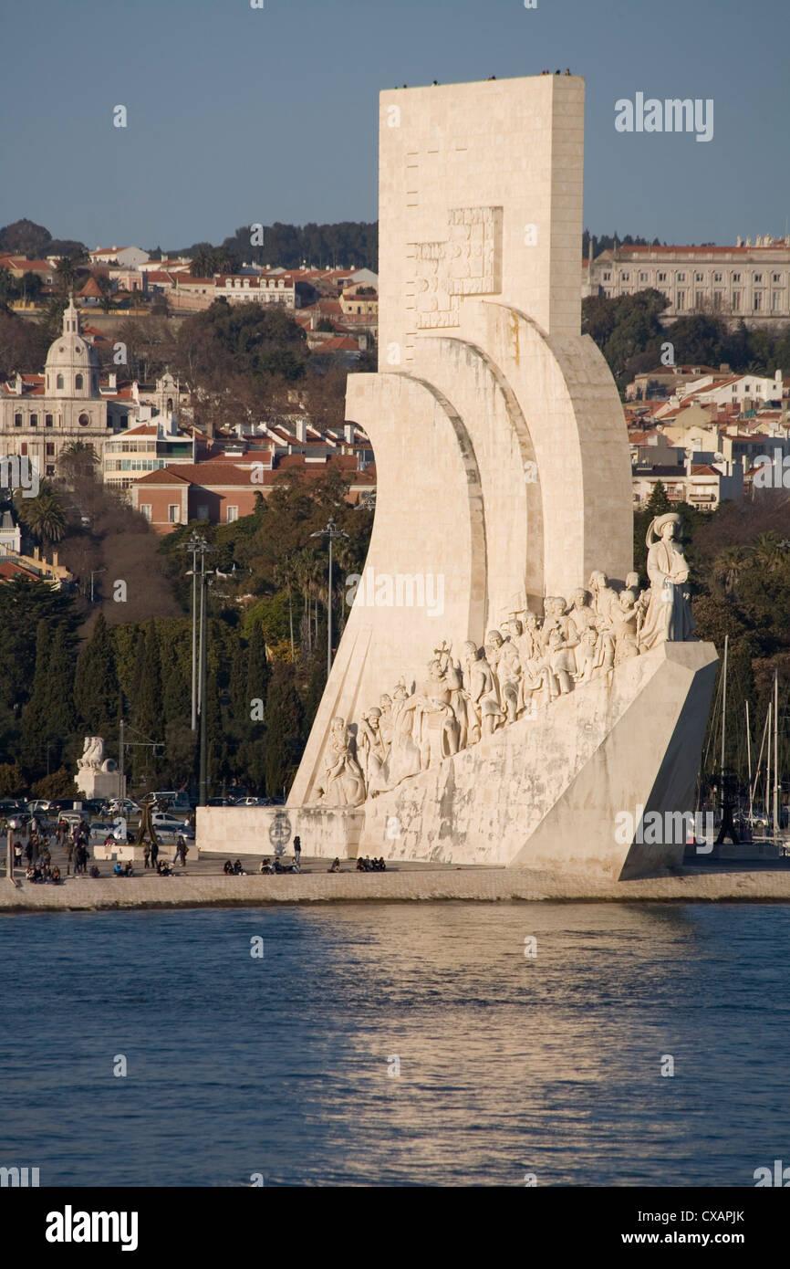 Fiume Tago e il Monumento alle Scoperte, Belem, Lisbona, Portogallo, Europa Immagini Stock