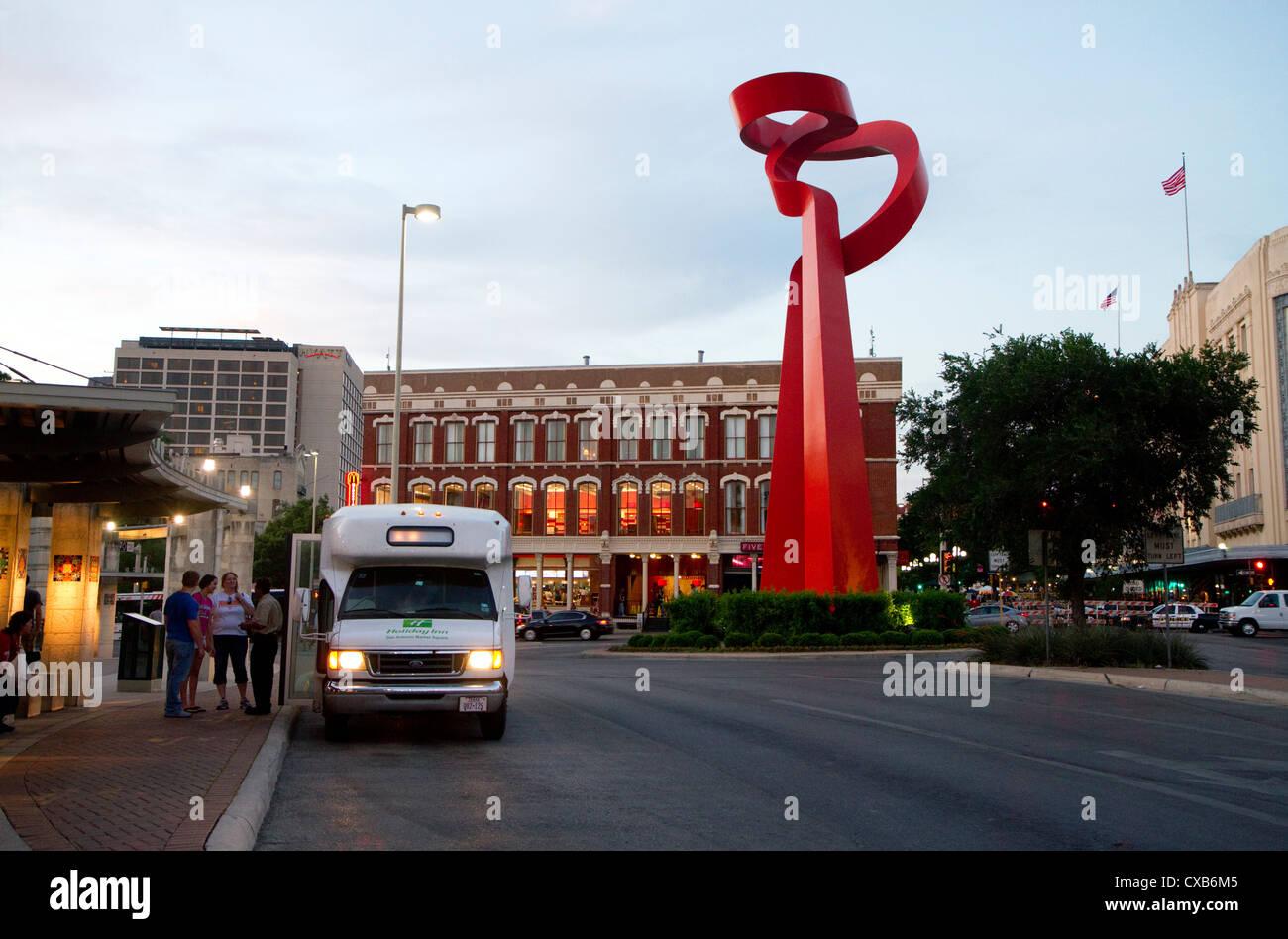 Torcia di amicizia arte pubblica scultura all'intersezione di Losoya, commercio e Alamo strade di San Antonio, Immagini Stock