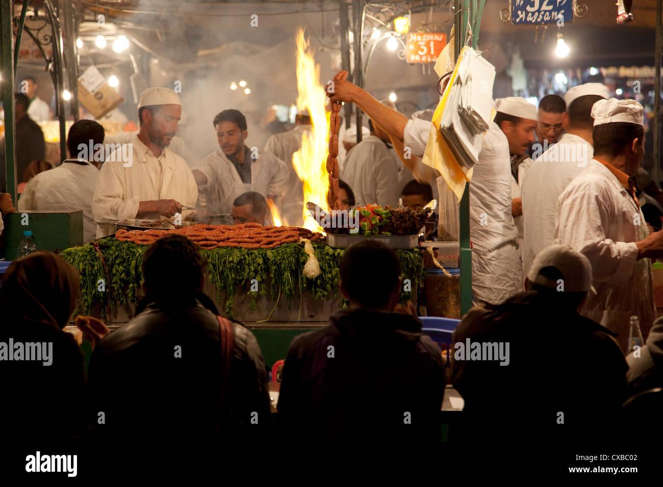 Mercati alimentari di stallo, la Piazza Jemaa El Fna a Marrakech, Marocco, Africa Settentrionale, Africa Immagini Stock