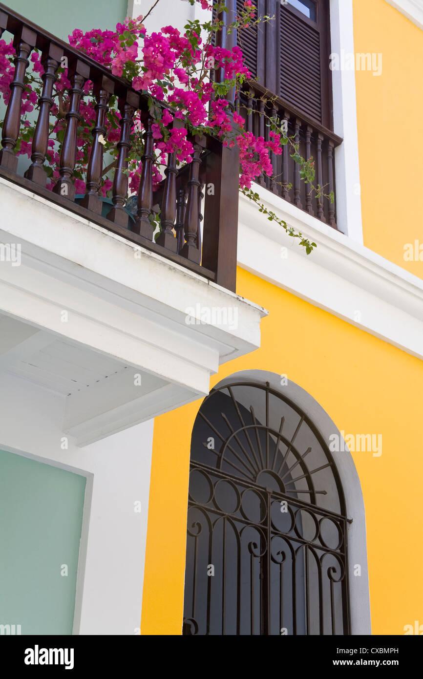 Gli edifici coloniali nella Città Vecchia di San Juan, Puerto Rico Island, West Indies, Stati Uniti d'America, Immagini Stock