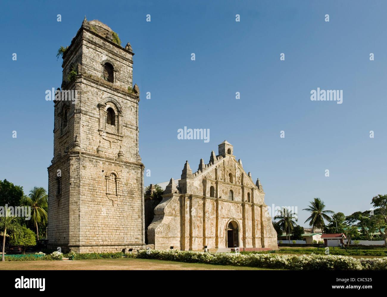 Paoay chiesa risalente al 1710, classico esempio di terremoto barocco con forti butresses, Ilocos Norte, Filippine Immagini Stock
