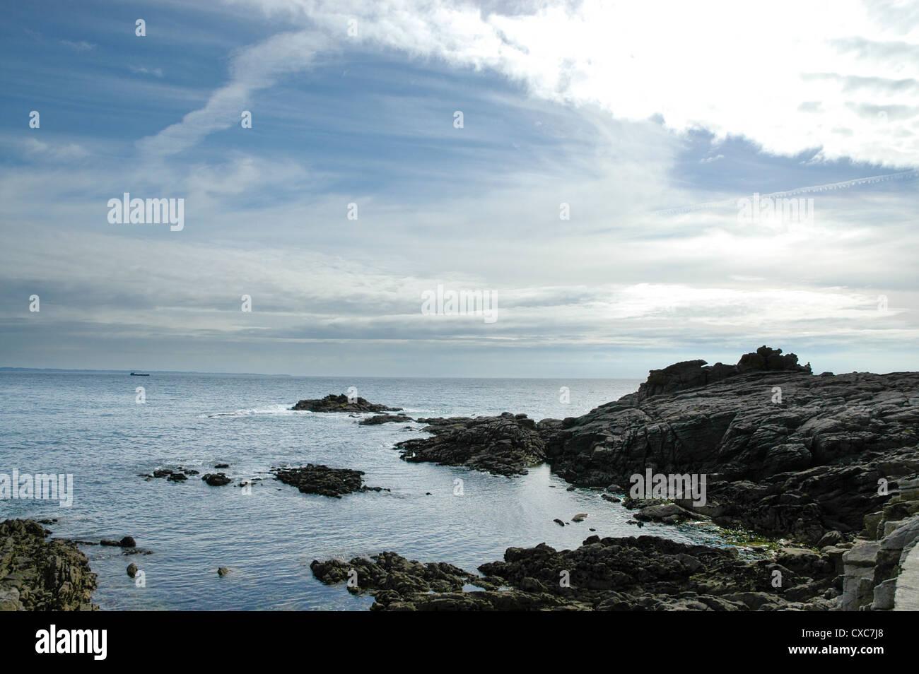 Promontorio roccioso sulla Cote Sauvage Quibron, Bretagna, Francia Immagini Stock
