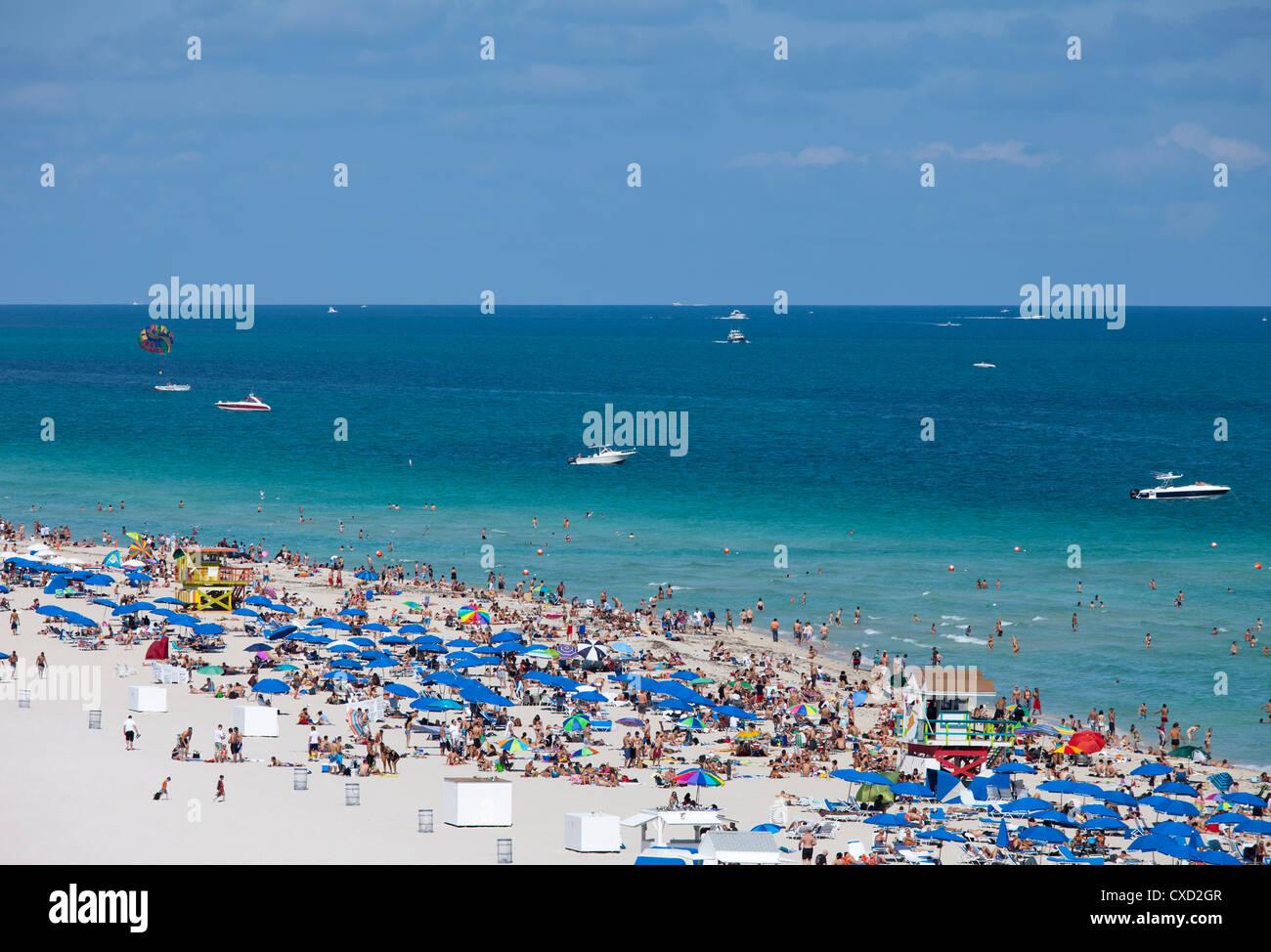 Spiaggia affollata, South Beach, Miami Beach, Florida, Stati Uniti d'America, America del Nord Immagini Stock