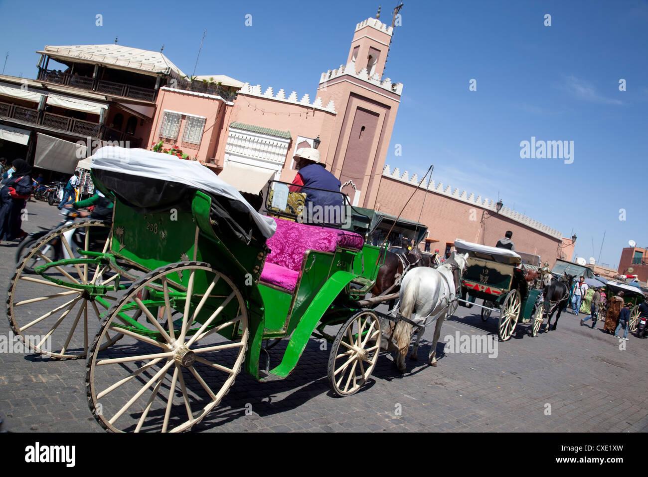 Cavallo e Carrozza, Piazza Jemaa El Fna a Marrakech, Marocco, Africa Settentrionale, Africa Immagini Stock