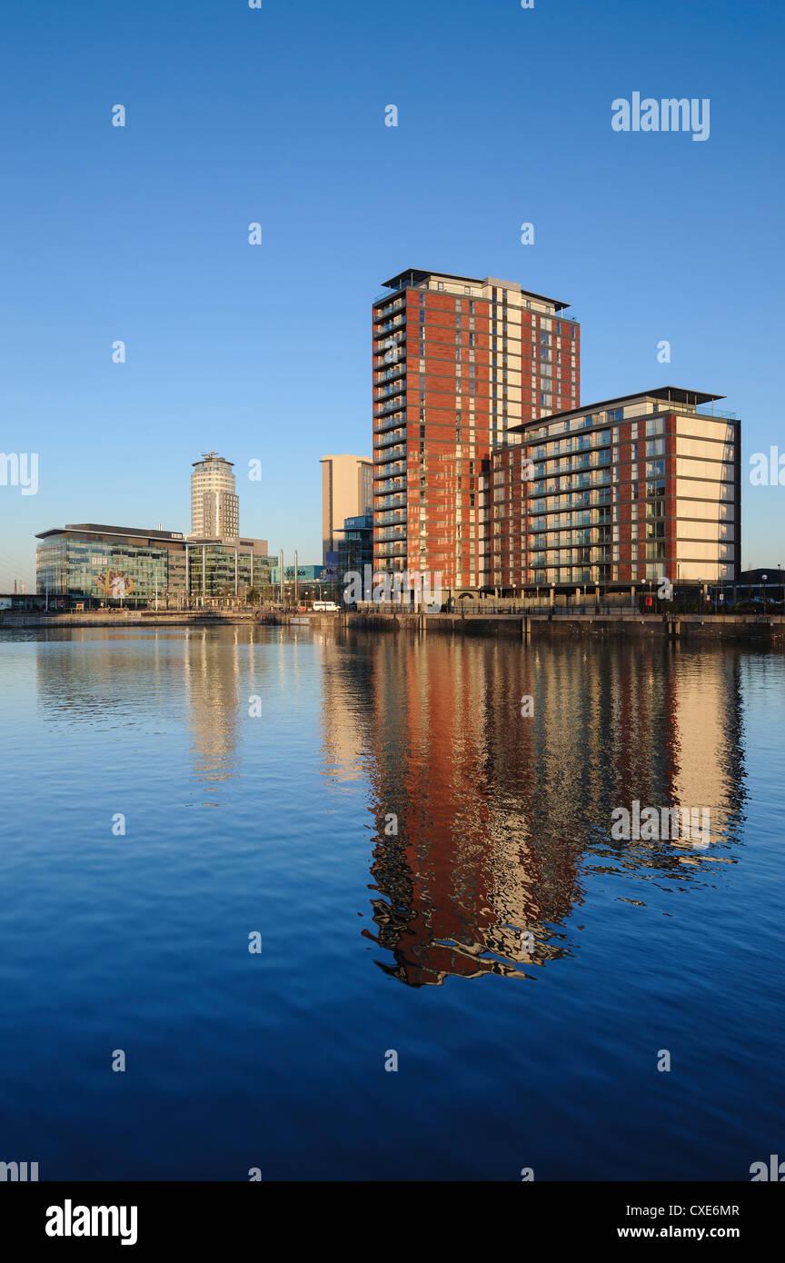 Appartamenti moderni e MediaCity UK complessa, Salford Quays, Manchester, Greater Manchester, Inghilterra, Regno Immagini Stock