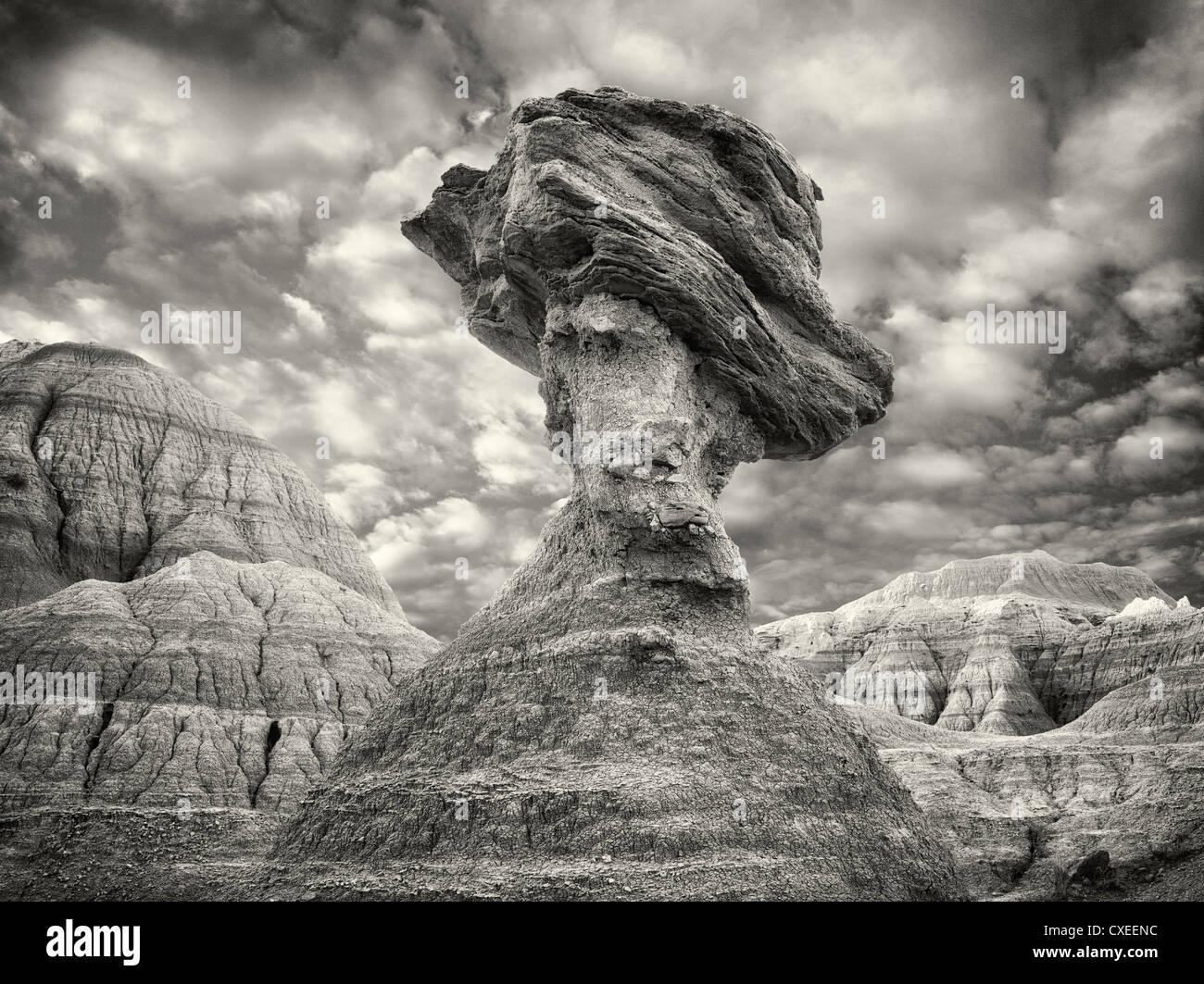 Roccia di bilanciamento. Parco nazionale Badlands. Dakota del Sud Immagini Stock