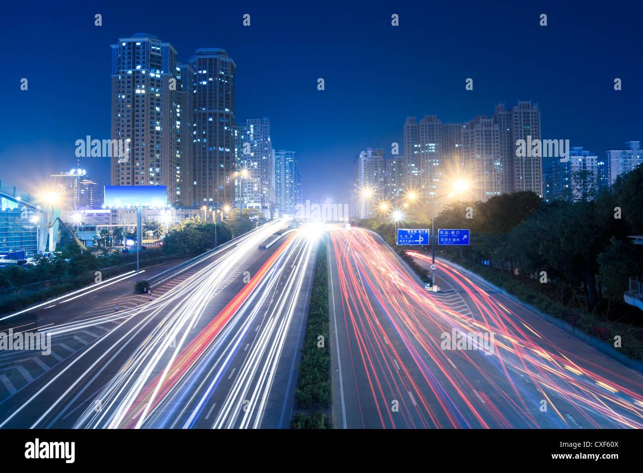 Il trasporto urbano di notte Immagini Stock