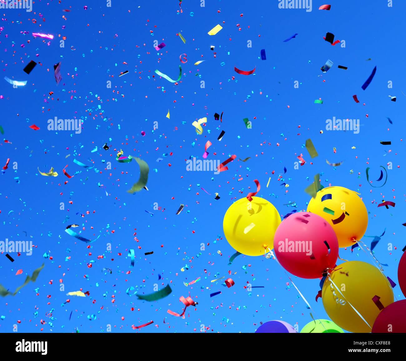 Palloncini multicolori e coriandoli nella festa della città #5 Immagini Stock