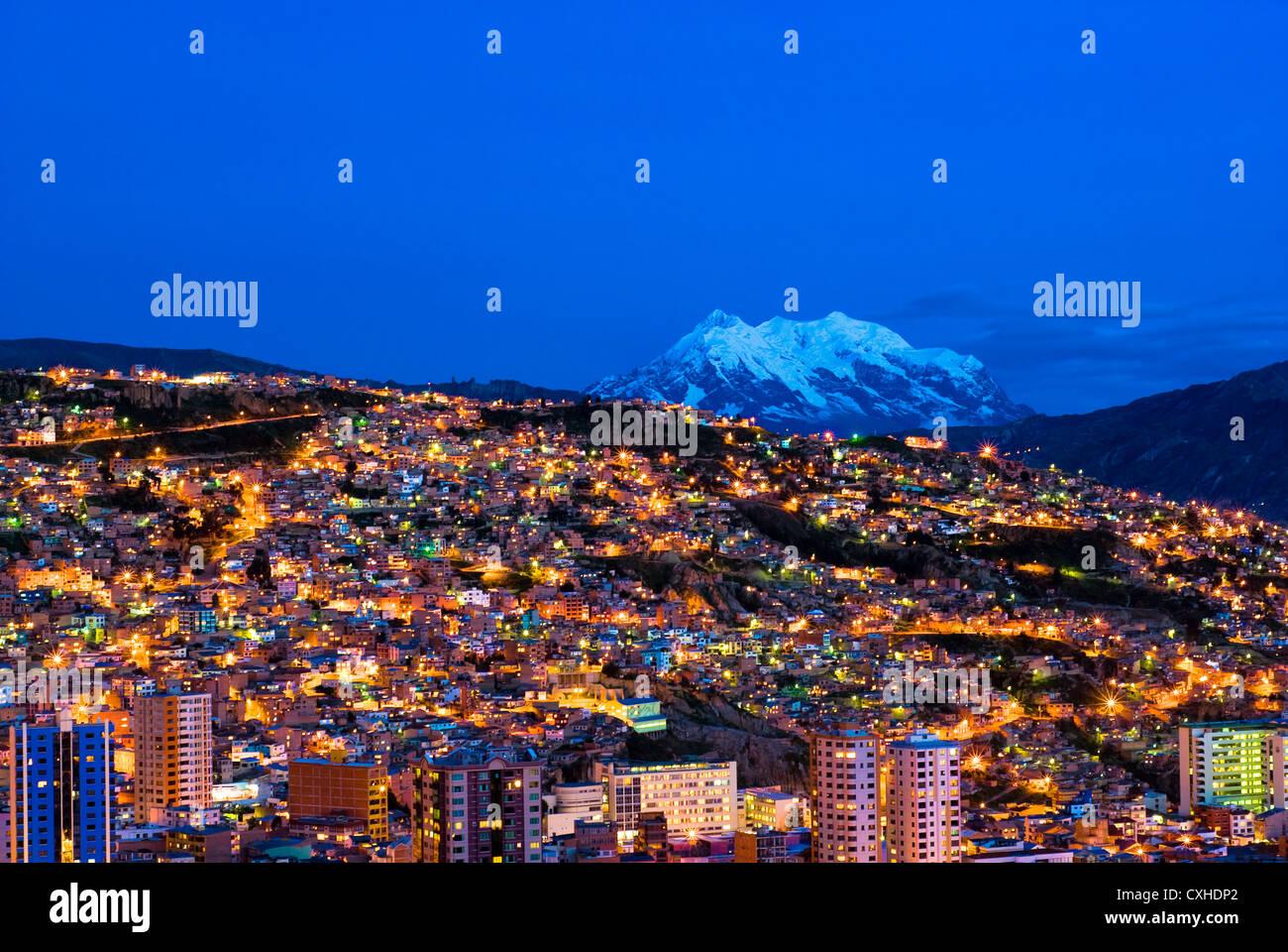 Panorama di notte La Paz in Bolivia Immagini Stock