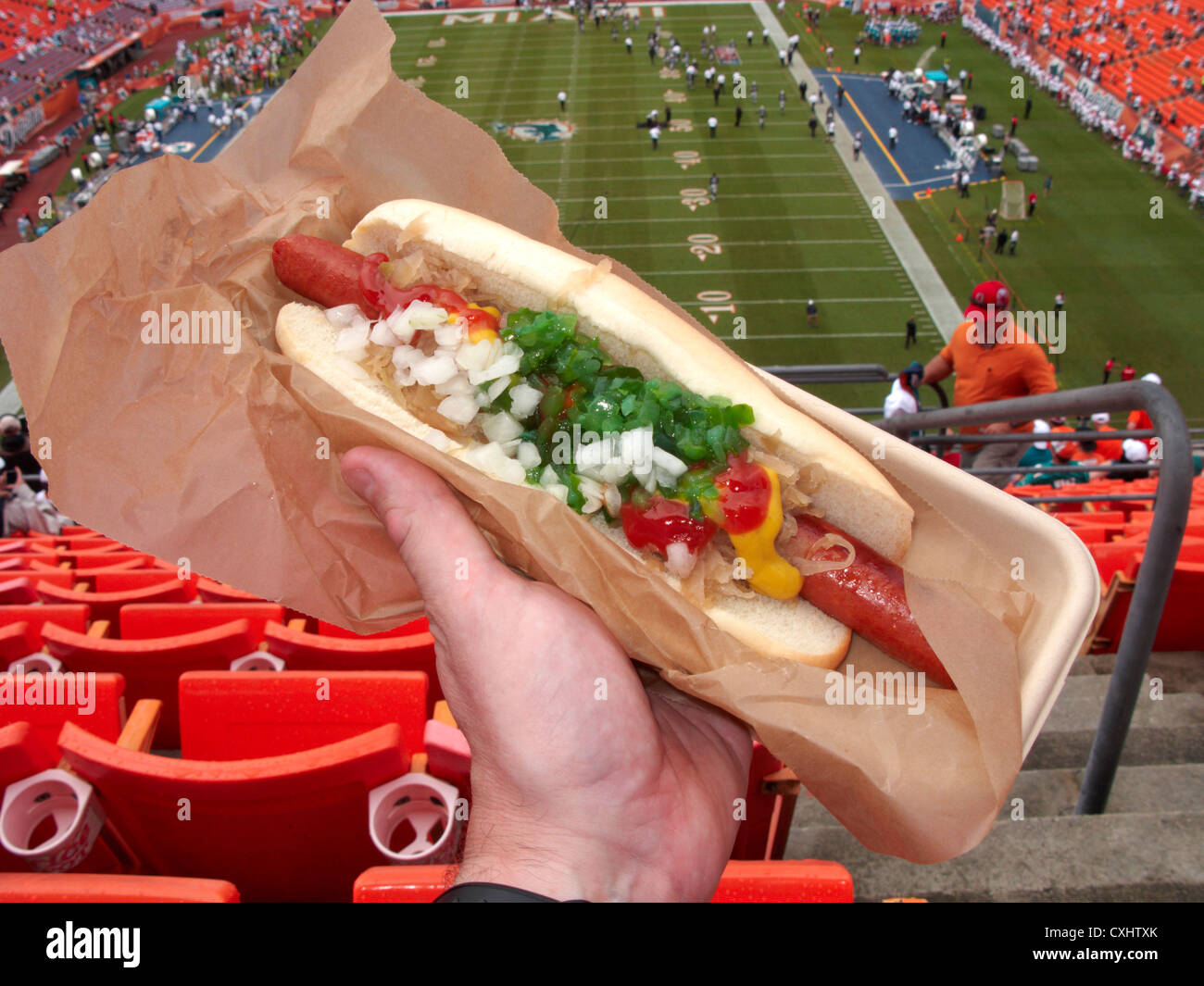 Hot Dog all'interno di Sun Life Stadium di Miami, Florida, Stati Uniti d'America Immagini Stock