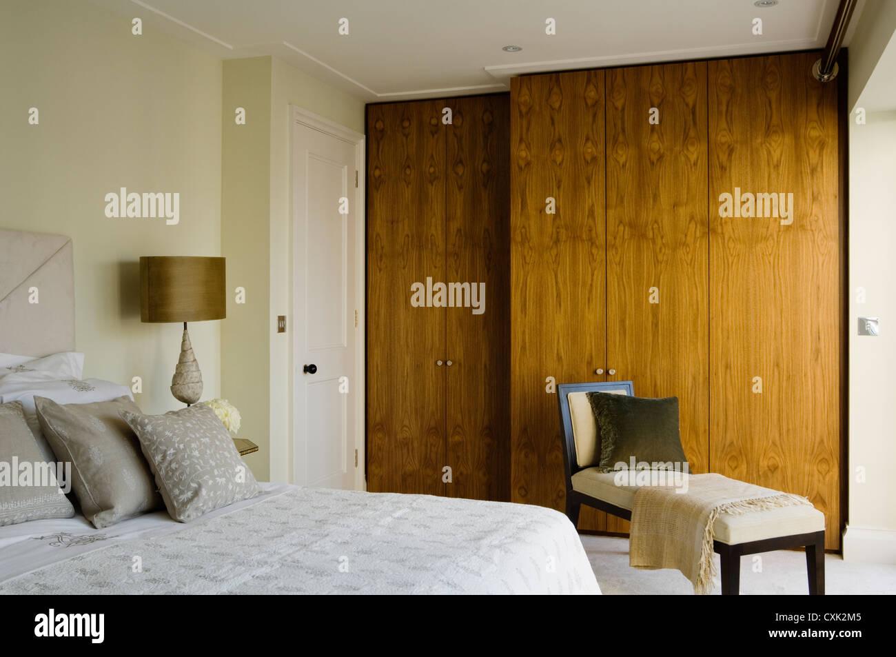 Giorno di colore interno camera da letto letto doppio cuscino