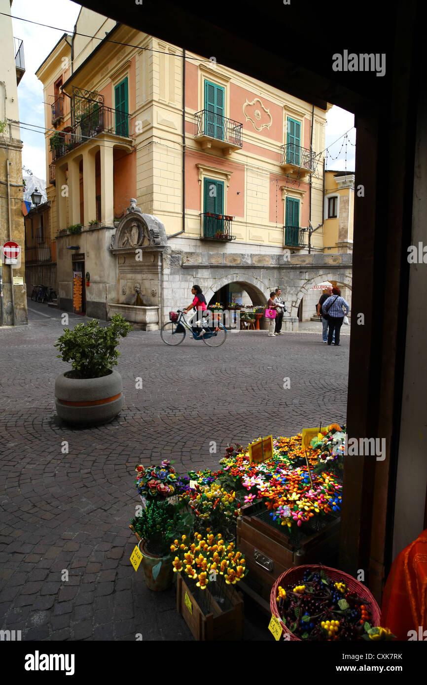 Coriandoli o confetti in vendita a Sulmona, Italia. Immagini Stock