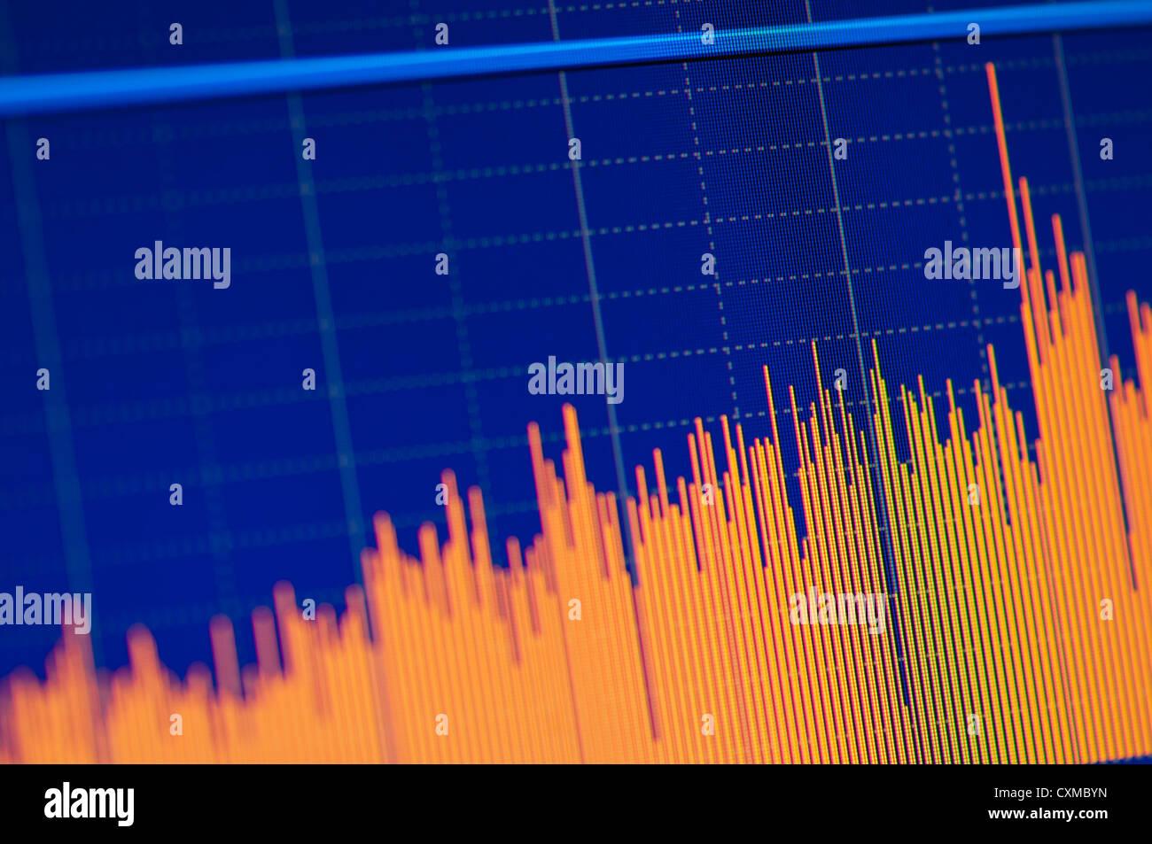 Close-up di un mercato azionario grafico su un display LCD ad alta risoluzione. Immagini Stock