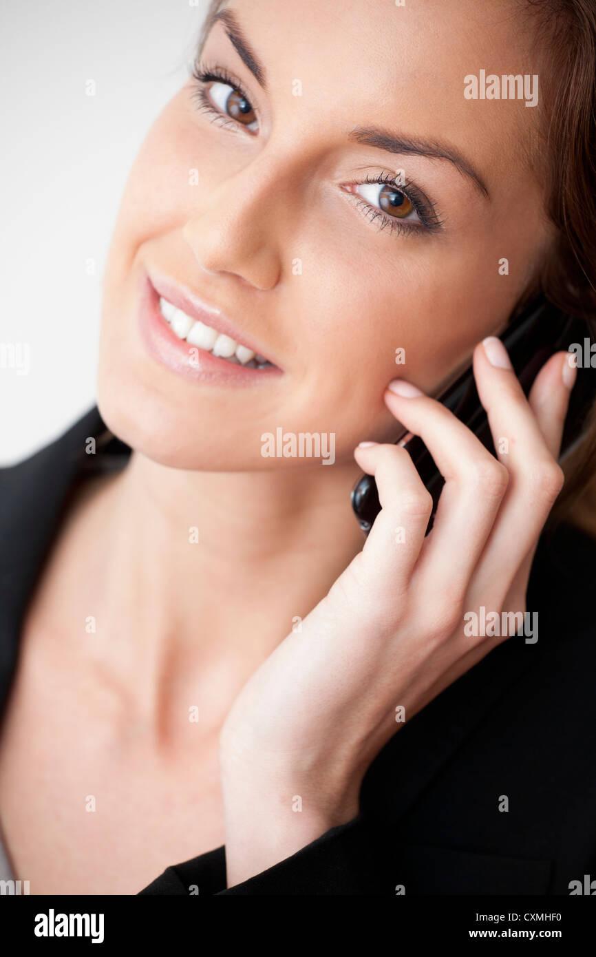 Donna su un telefono cellulare Immagini Stock