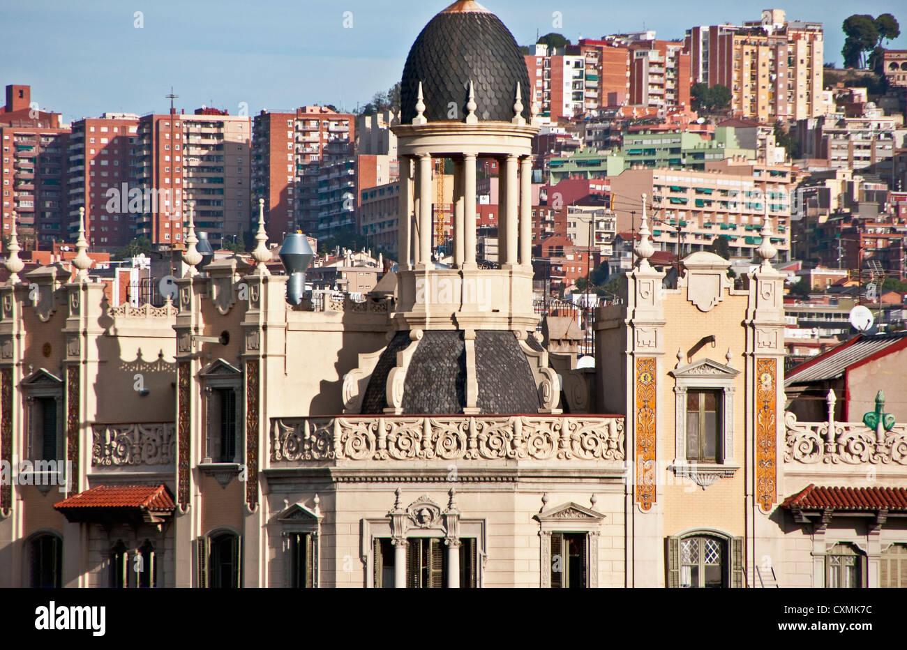 Architettura di Barcellona che vanno dall'ornato all ordinario Immagini Stock