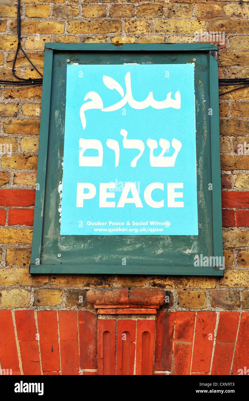 Un poster per la pace da parte di Quaker la pace sociale e la testimonianza in ebraico e arabo Immagini Stock