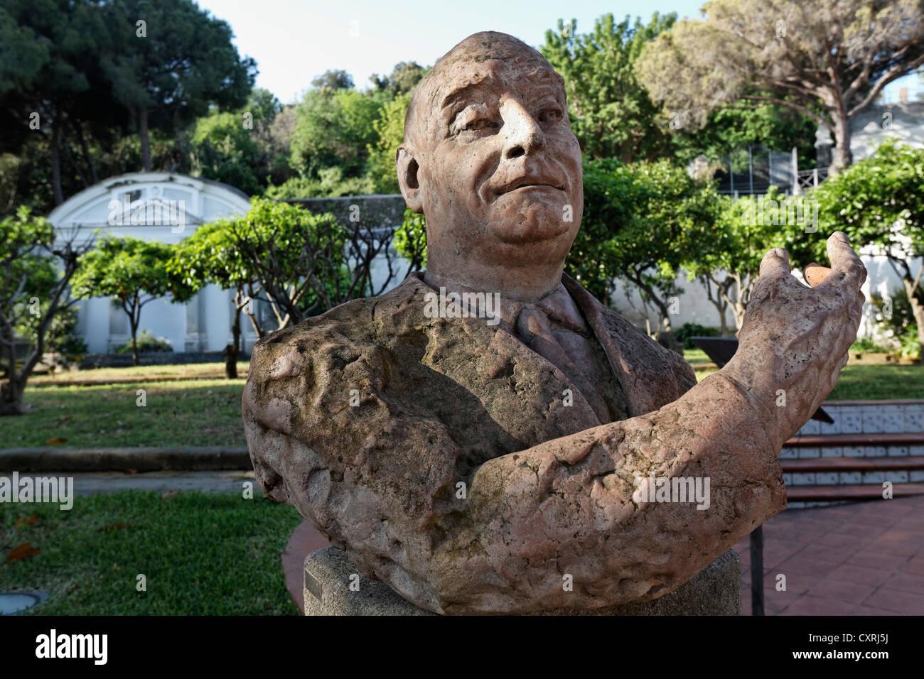 Busto di l'editore Angelo Rizzoli nei giardini di Villa Arbusto, Lacco Ameno, Isola d Ischia, Golfo di Napoli, Immagini Stock